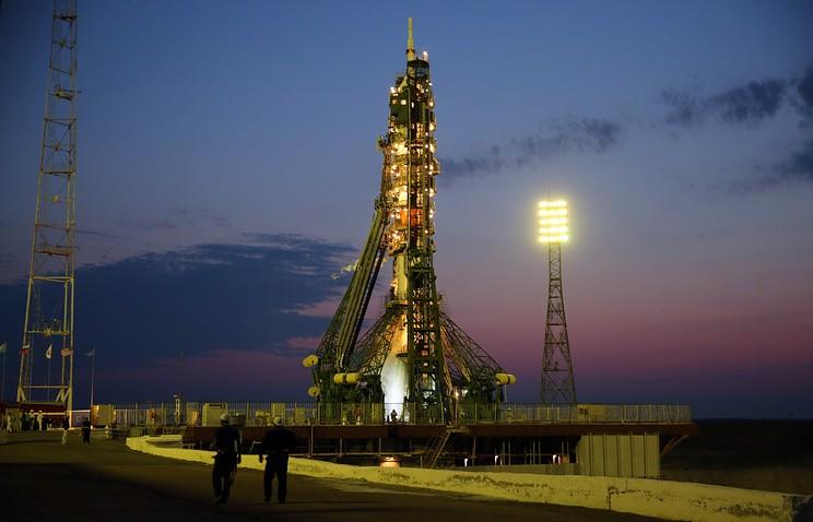 na-baykonure-podgotovlena-k-startu-raketa-s-korablem-soyuz-ms_1